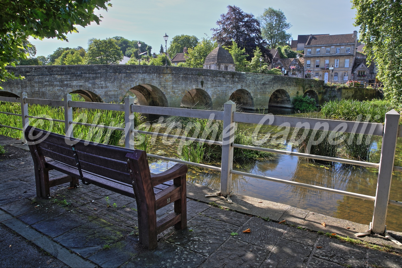 Phenomenal The Old Town Bridge On The River Avon With A Wooden Bench In Pdpeps Interior Chair Design Pdpepsorg
